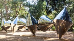 7 obras incríveis que revelam a sintonia entre o Aço Inox e a arte