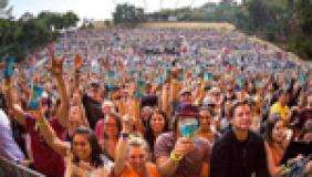 Jack Johnson troca copos descartáveis por sustentáveis em shows