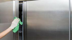 Aprenda como limpar geladeira de inox