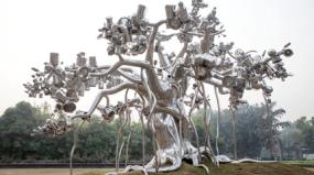 Esculturas de aço inoxidável florescem na Índia