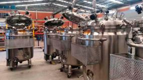 Empresa fabrica equipamentos em inox para armazenar as doses da vacina CoronaVac