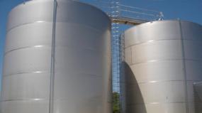 Como salvar reservatórios de água mineral corroídos?