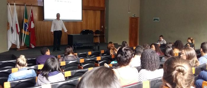 Fotos da participação da ABINOX na Escola de Arquitetura da Universidade UNA-BH